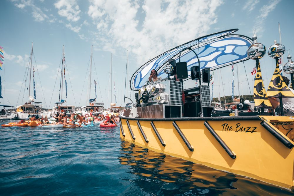 Buzz Boat